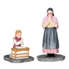 "Figurine ""Julia and Grandmother Praying"" - LUVILLE"