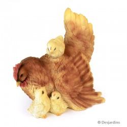 Poule et poussins en résine...